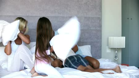 pizsama : Family having a pillow fight in the bedroom and having fun