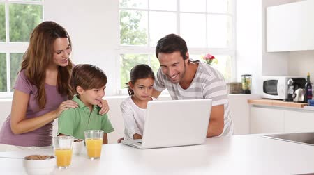 mutfak : Adorable family using a white laptop in kitchen