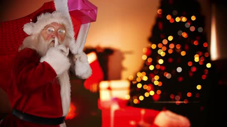 hediyeler : Digital compsite of Santa delivering presents in a home Stok Video