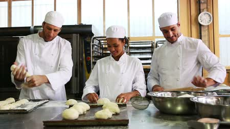 сотрудники : Team of bakers working together in commercial kitchen