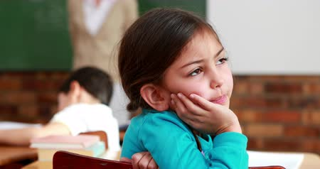 беспокоюсь : Little girl thinking hard during class in elementary school