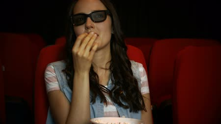 filmes : Brunette watching 3d movie in cinema in high quality 4k format Stock Footage
