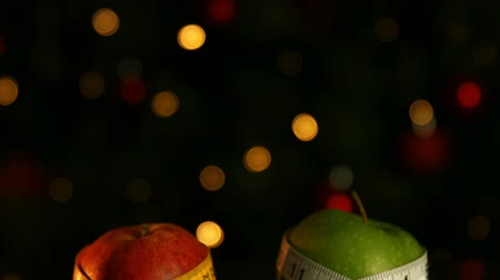 palce : Red and green apples wrapped in measuring tape