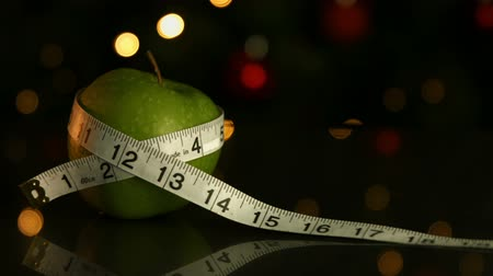 palce : A green apple wrapped in a measuring tape Dostupné videozáznamy