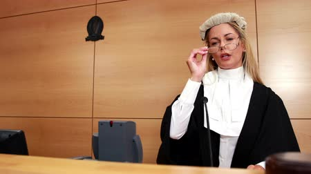 spravedlnost : Judge speaking while banging gavel on sounding block in court room Dostupné videozáznamy