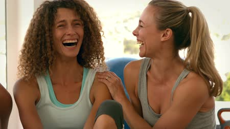 śmiech : Fit women laughing together after yoga class in slow motion
