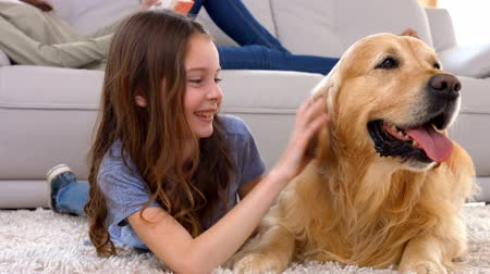 cão : Happy little girl with her dog in ultra hd format