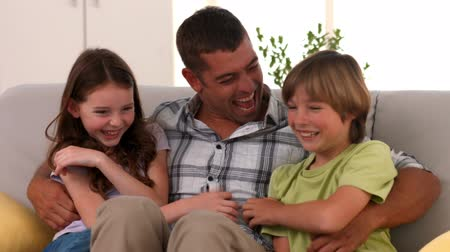otec : Happy father with his children in ultra hd format