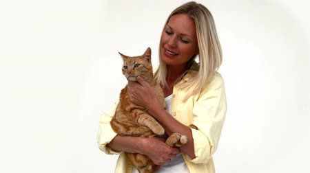 kotki : Happy blonde with pet cat in ultra hd format