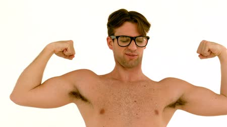 бицепс : In slow motion geeky hipster showing his muscles on white background
