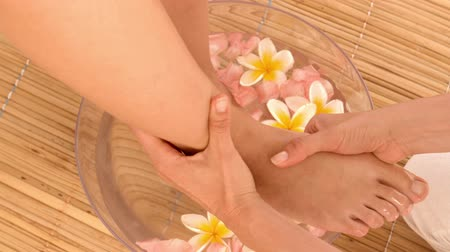 estância termal : Woman having feet massage in a healthy spa