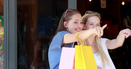 pont : Happy friends shopping together in the mall in high quality 4k format