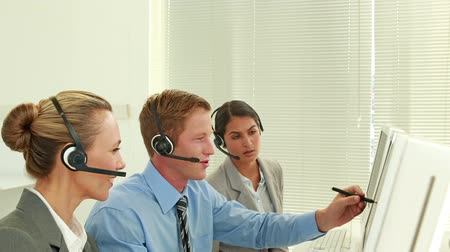 fejhallgató : Video of business team working in call center