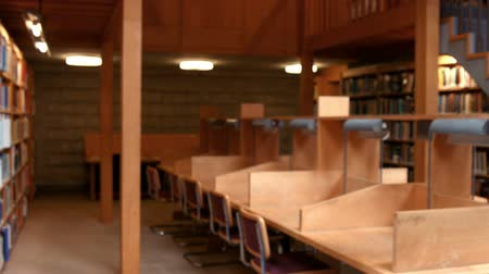 könyvtár : Empty library at the college
