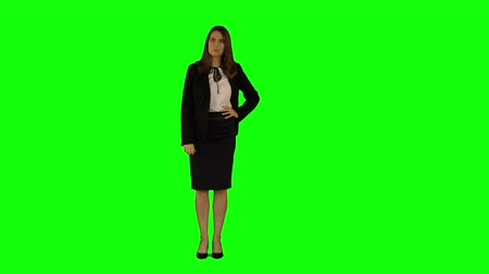bizneswoman : Businesswoman looking to the camera on green screen background