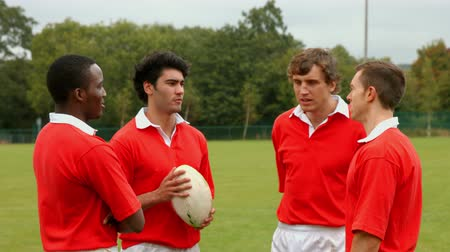 jogador : Rugby players chatting together at the pitch