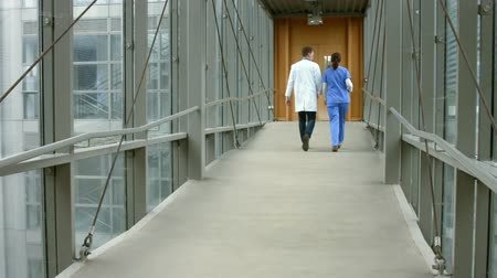скрабы : Doctors talking in the hallway in high quality