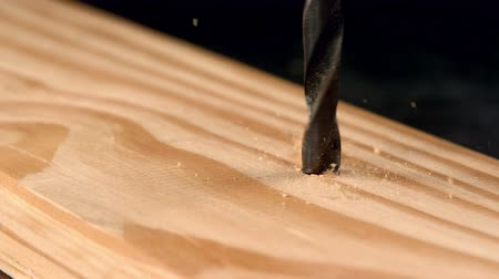 perfuração : Nail screwing into wood in slow motion