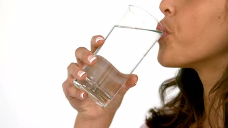 vidro : Casual woman drinking glass of water in slow motion