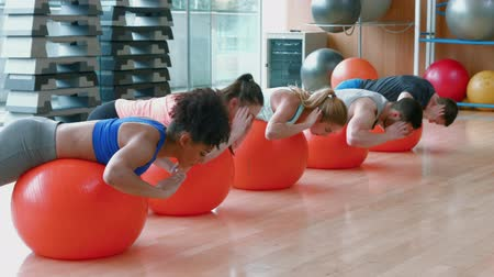 ćwiczenia : Fitness class doing reverse sit ups in ultra hd format