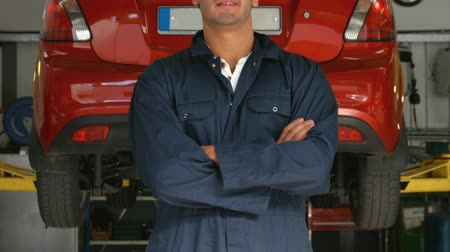 szerelő : Handsome mechanic looking at the camera