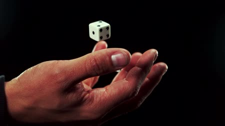 şanslı : Hand catching a dice in slow motion