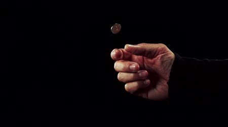 монета : Hand tossing a coin in slow motion