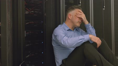 technikus : Technician feeling the pressure in server room in high quality format Stock mozgókép