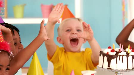 doğum günü : Happy kids at a birthday party in slow motion