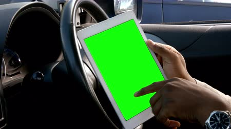 таблетка : Mans hands using tablet in the car