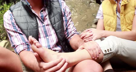 doloroso : Hiker woman having her ankle painful in the countryside