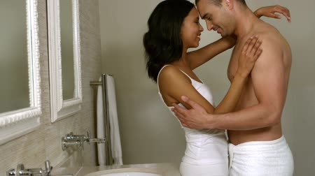 düşünceli : Happy young couple embracing together in bathroom