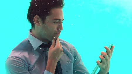 poça de água : Thoughtful man using smartphone underwater in slow motion Stock Footage