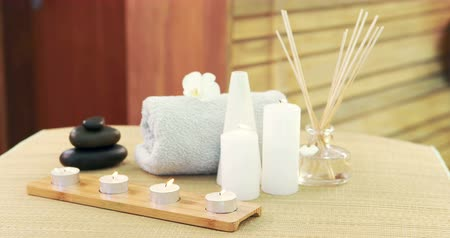 toalhas : Oil, towel, candles and stones at spa