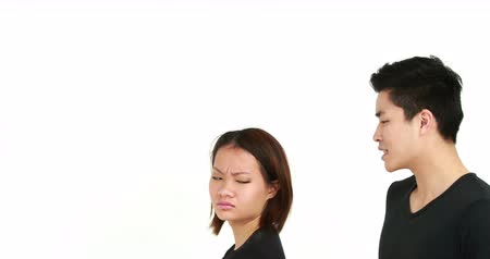 argumento : Young couple having an argument on white background