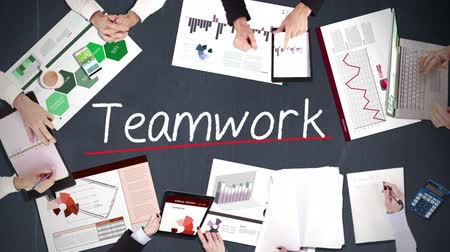 csapatmunka : Business people hands working with teamwork in middle