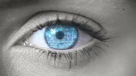 olhos verdes : Blue eye opening and looking at futuristic interface