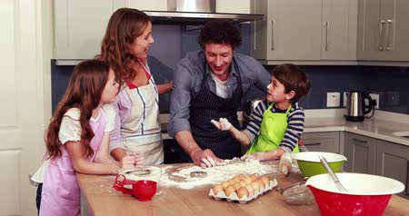mutfak : Happy family cooking biscuits together in the kitchen
