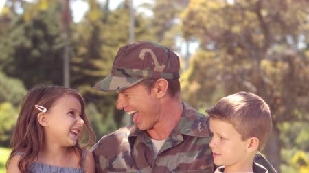 asker : Handsome soldier reunited with his children in the garden Stok Video