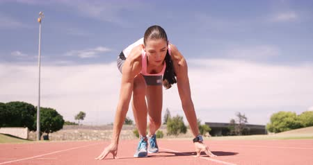 stopa : Focused sportswoman running on running track Dostupné videozáznamy