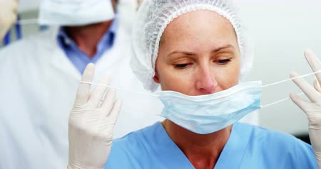 pomocník : Dentist and dental assistant in surgical mask at the dental clinic 4k
