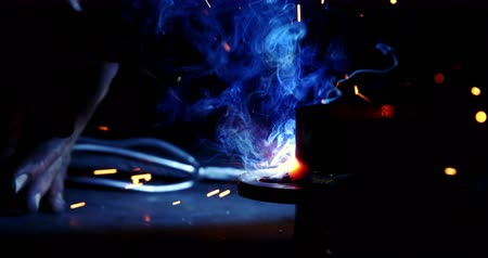 warsztat : Close-up of welder working on a piece of metal in workshop 4k