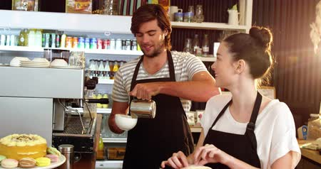 kötény : Waitress wrapping sandwich while waiter pouring milk in a cup at café 4k