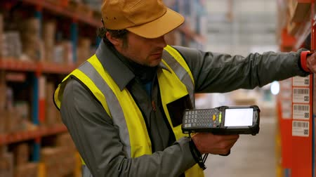 сканирование : Male worker using barcode scanner in warehouse