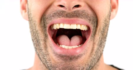 gritante : Close-up of man screaming on white background 4k Vídeos