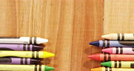 zęby : Close-up of multicolored crayons on a table 4k