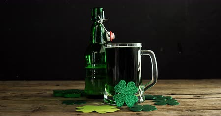 irlandia : Green beer ,bottle and shamrocks on wooden table for st patricks high quality