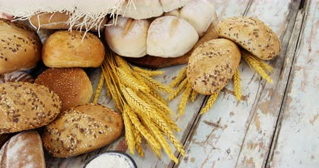 kruvasan : Various types of breads with wheat grains on wooden table