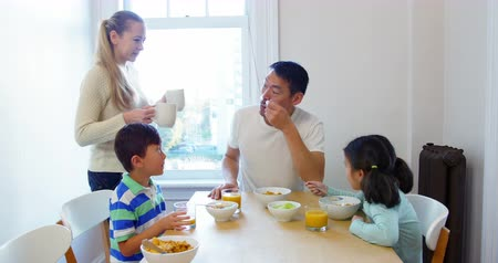 kahvaltı : Happy family having breakfast at home