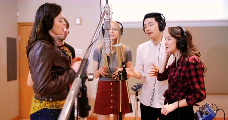 śpiew : Singers performing in recording studio Wideo